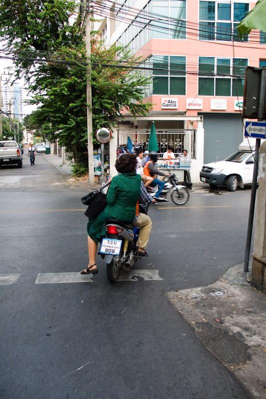 090130-bangkok-biking-bangkok-soi-ari