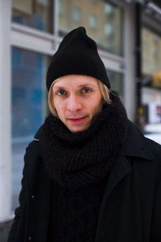 081122-black-coat-stockholm-soedermalm-2
