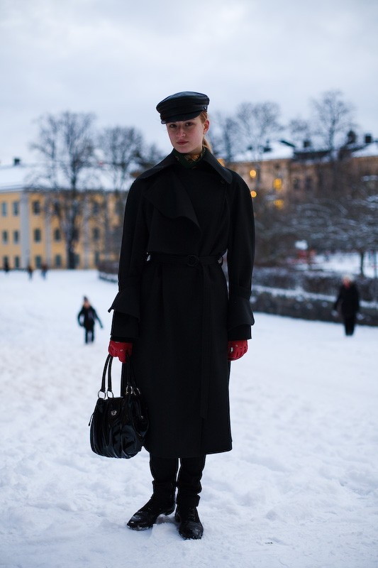 081122-red-gloves-stockholm-soedermalm-1