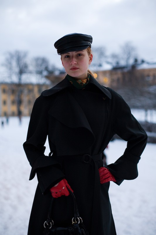 081122-red-gloves-stockholm-soedermalm-2