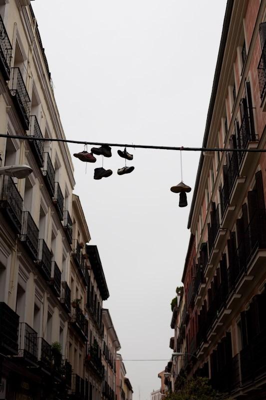 090330-flying-shoes-madrid-malasana-2