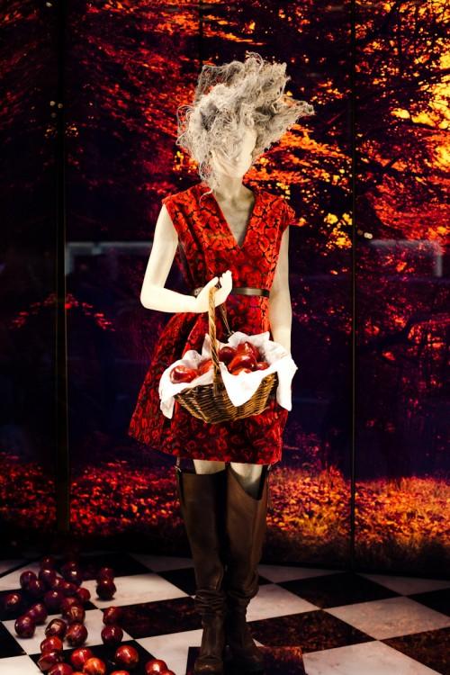 090914-fairy-tale-window-new-york-fifth-avenue-1