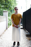 Man In Skirt – Strasse des 17. Juni, Berlin